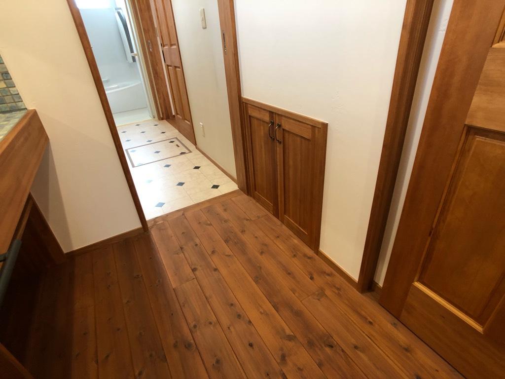 階段裏収納の二つ目の扉