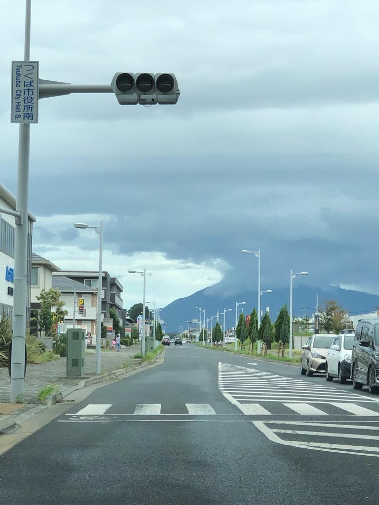 筑波山にかかる雨雲