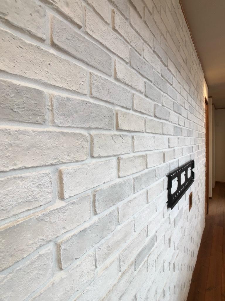 テレビ裏のホワイトレンガの壁