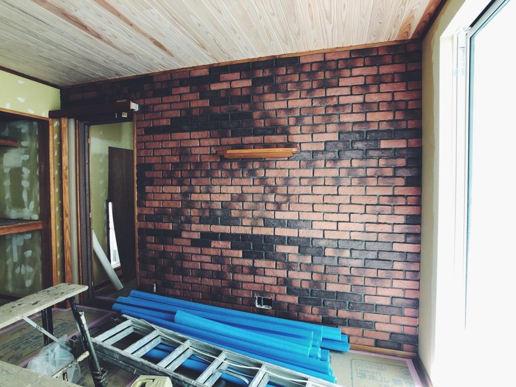 リビングテレビ裏の壁 ブリックタイル