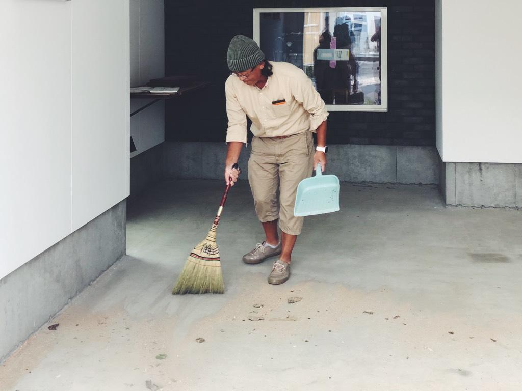 ガレージ内の掃除