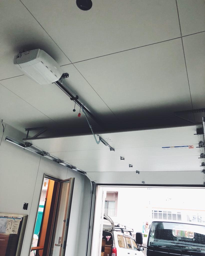 ガレージシャッター内部天井の収まり
