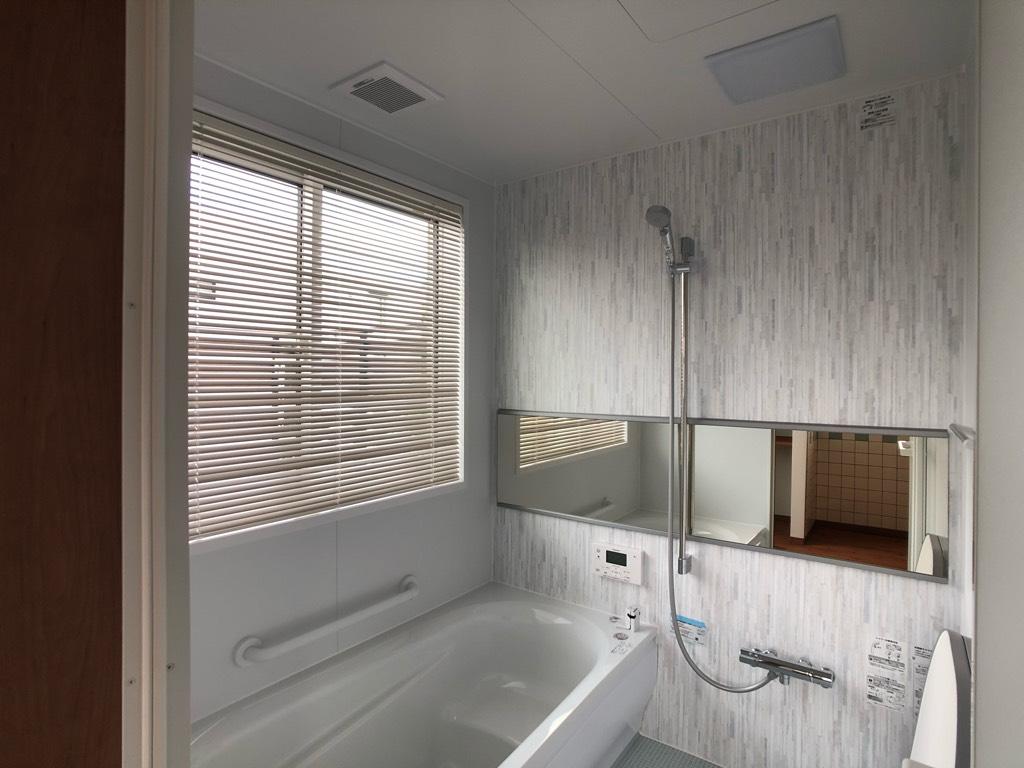 浴室窓のブラインド
