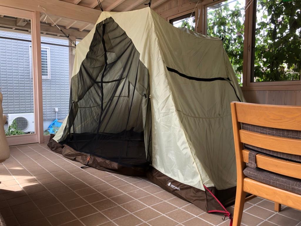 コンサバトリーの中にテント