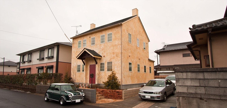 イエローの外壁がおしゃれなブリティッシュカントリーの家